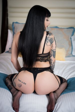 Mialy escort in Vallejo